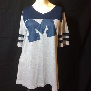 Tops - U Of M T-shirt